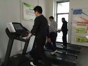 南京省委党校领导来我公司参观接受健身指导服务.jpg